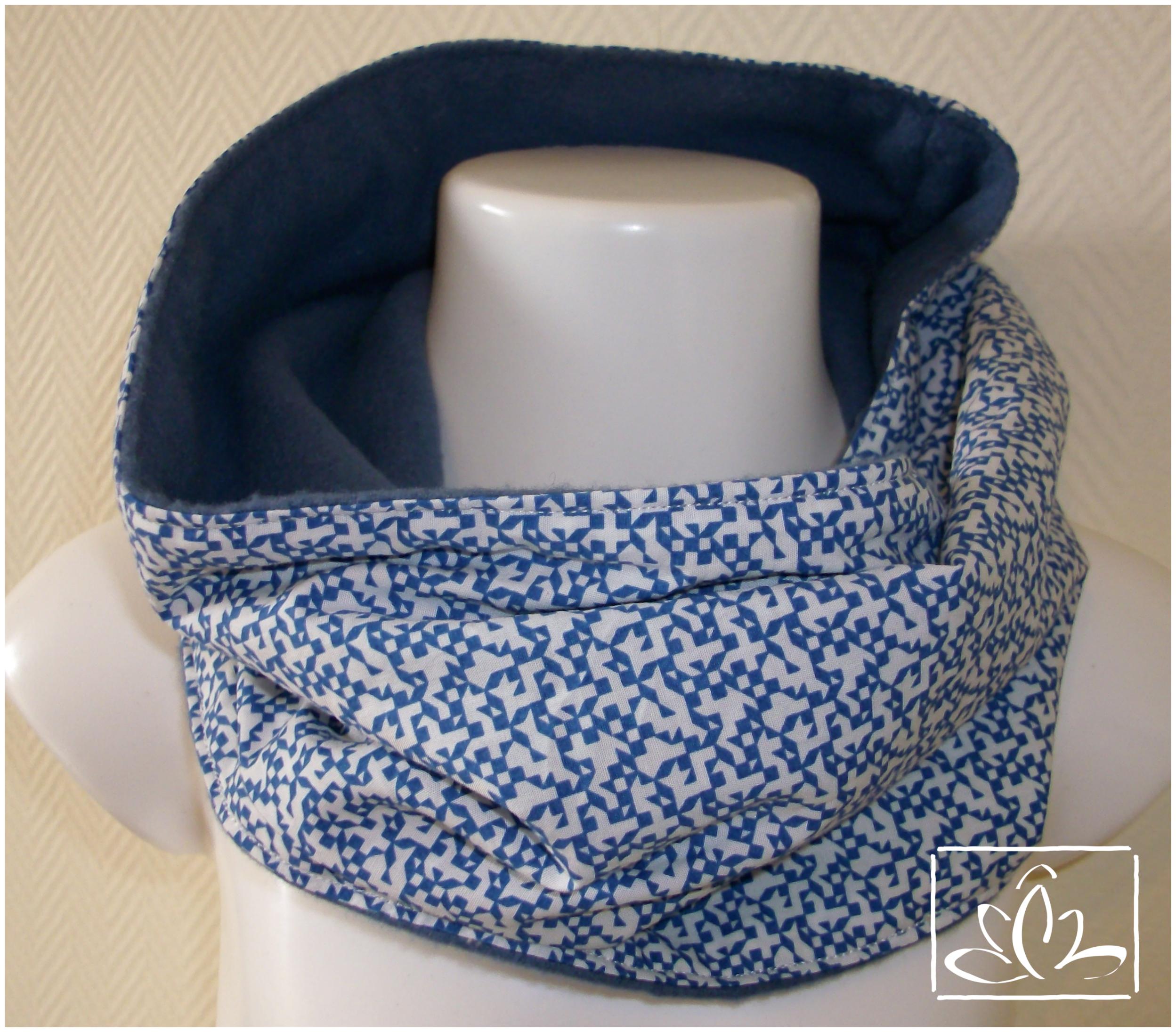 da41ca947e5f4 Tour de cou – Snood – tissu blanc et bleu effet pixel / polaire bleu – 2/5  ans